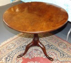 A Georgian birdcage table £220