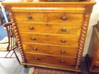 A Scottish mahogany chest £300