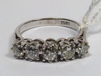 A 0.95ct diamond ring £560