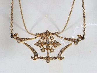 A Victorian necklace pendant £330
